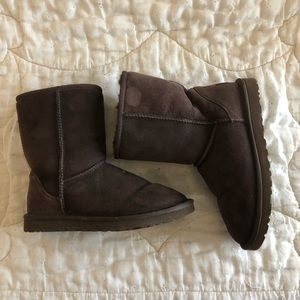 UGG Classic Short Boot - Brown